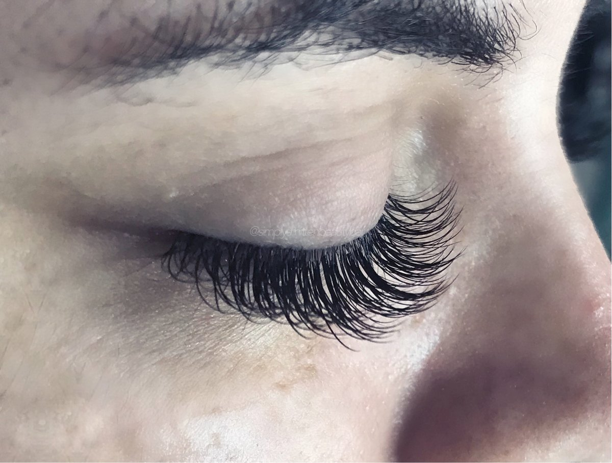 full set of classic lashes