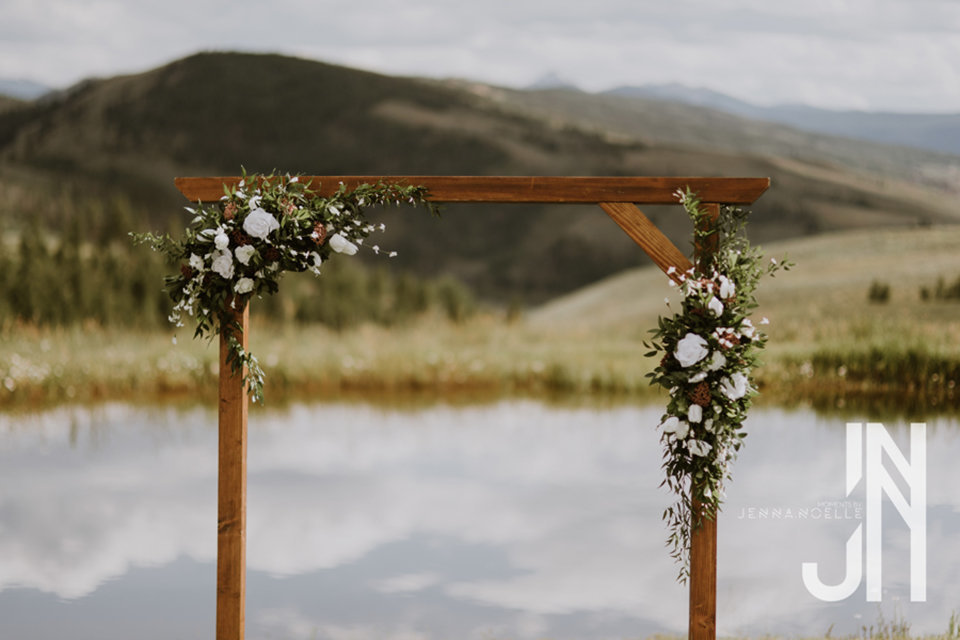 granby-colorado-strawberry-creek-ranch-classic-mountain-wedding-in-the-summer-floral-arbor