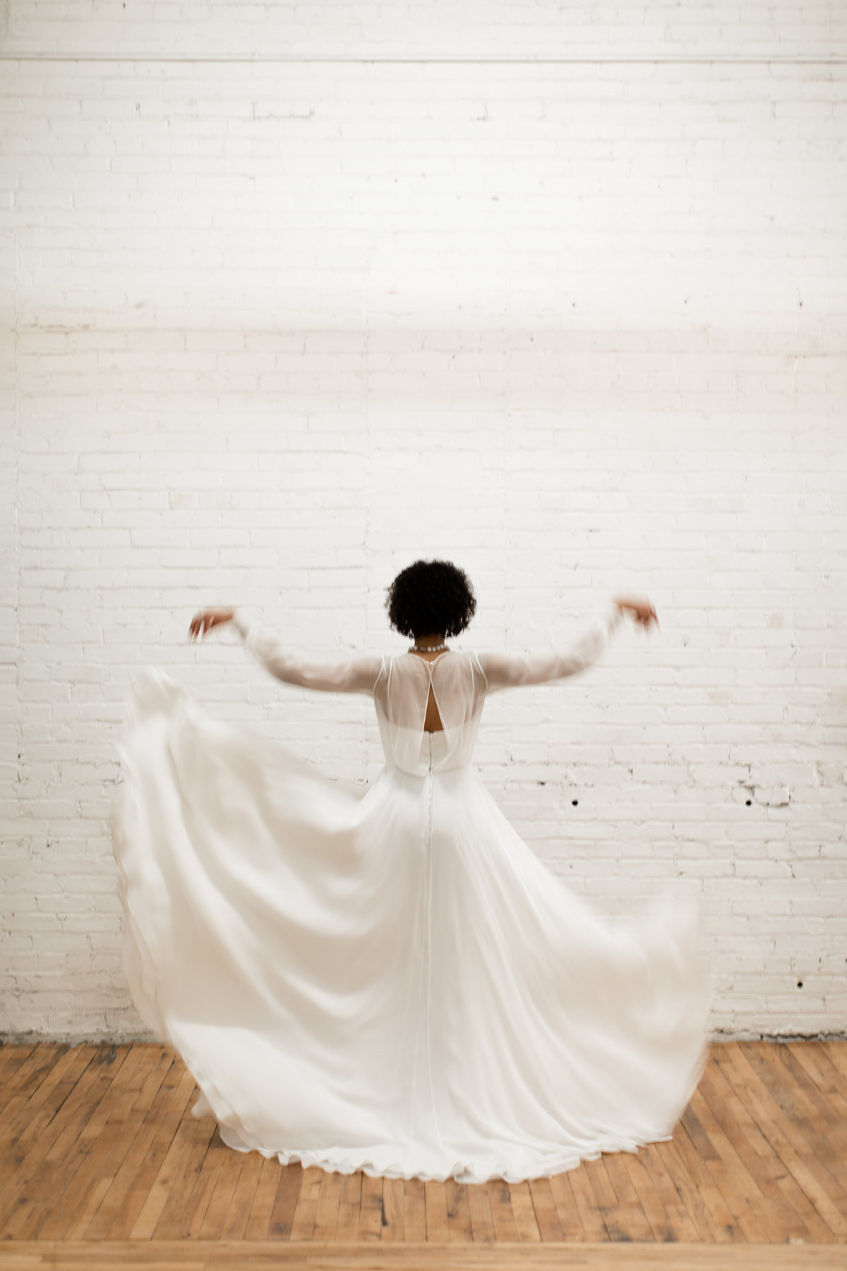 Modehaus_Wedding_studio_shoot_model_in_flowing_longsleeve_dress