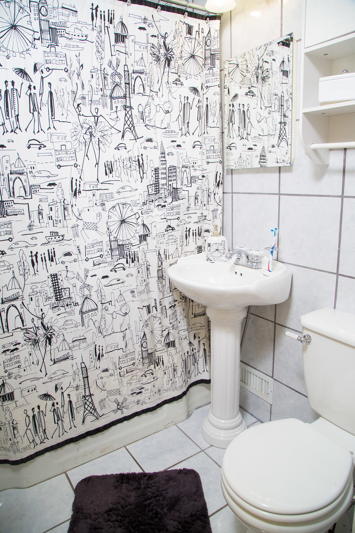 Real Estate white bathroom