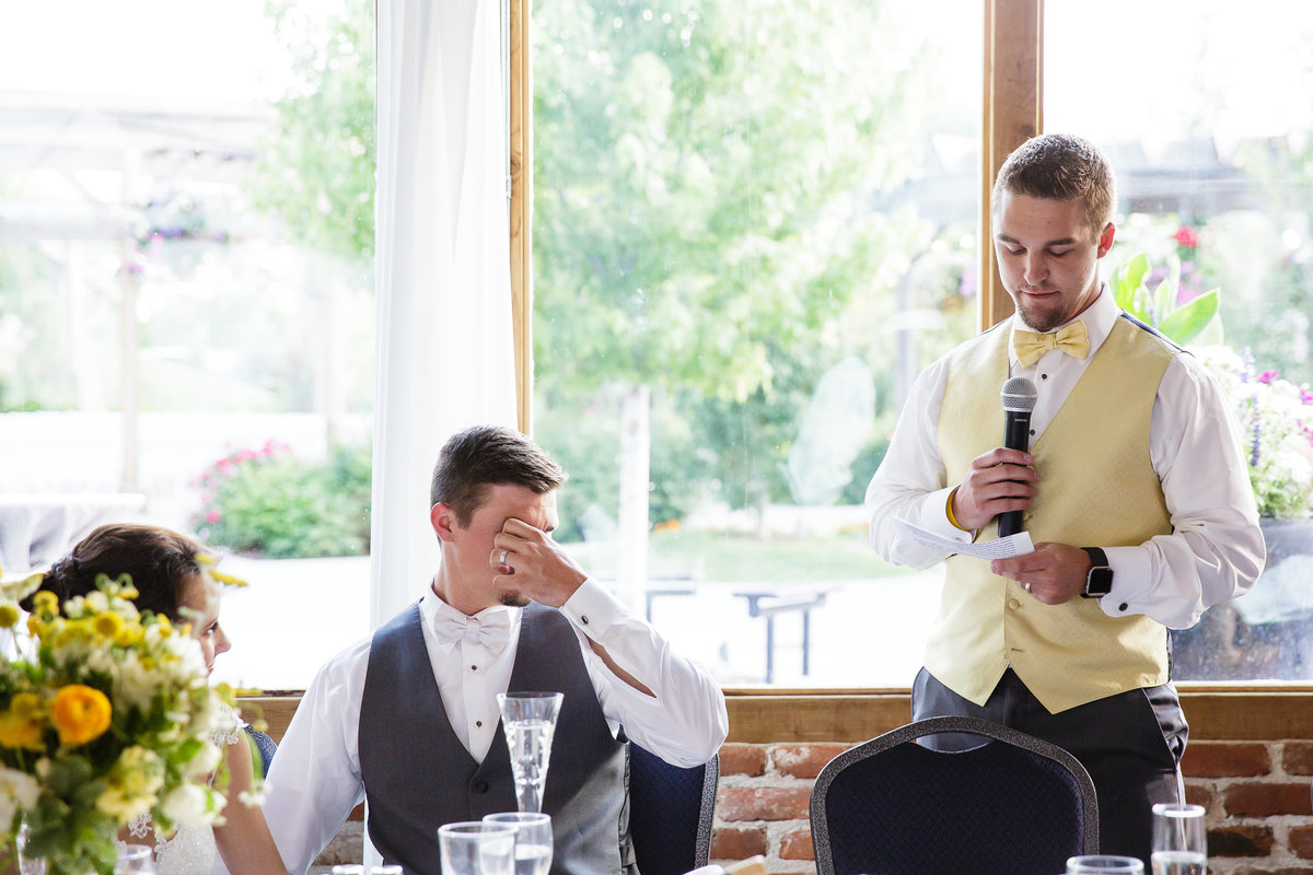 best-man-speech-candid-moment-colorado-wedding