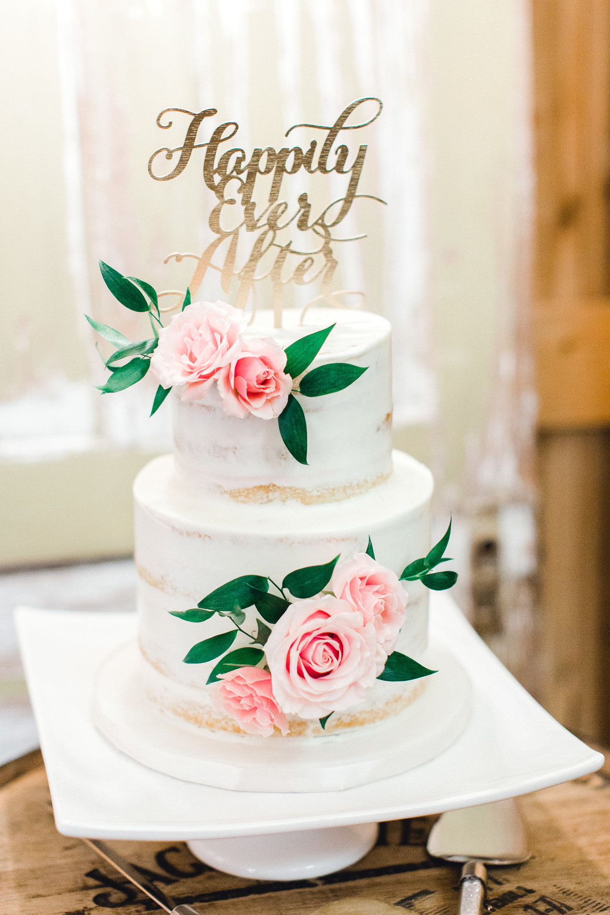 white-rose-wedding-cakes