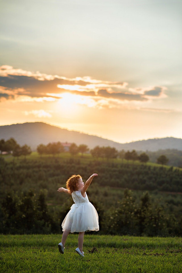 child_photography_sunset_mercier_orchards