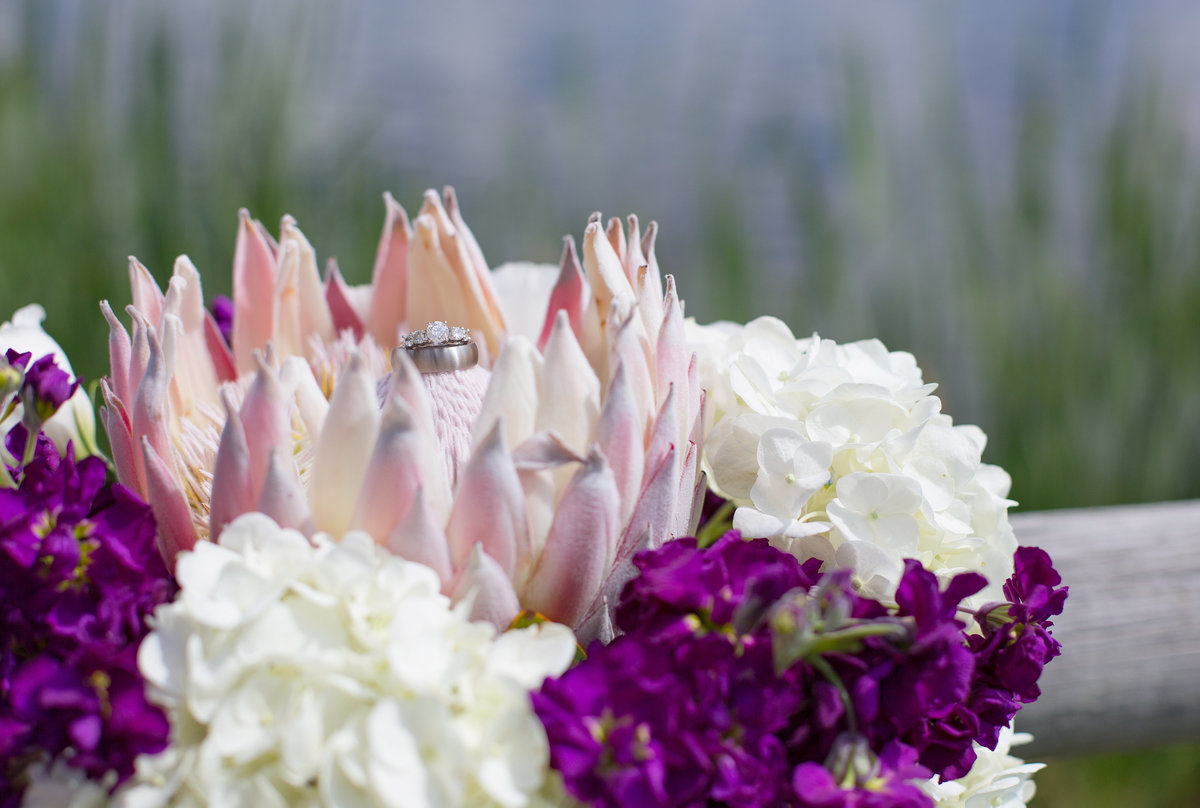 bridal-flowers-and-rings