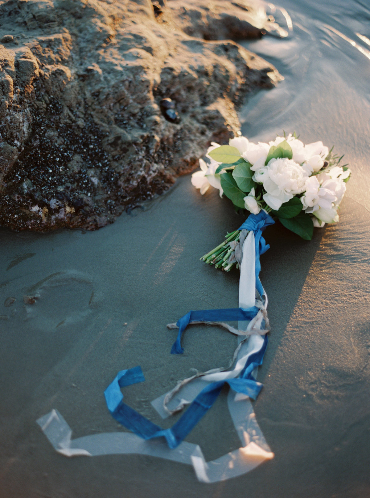 oceanside-elopement-destination-california-style-me-pretty-melanie-gabrielle-photography-45