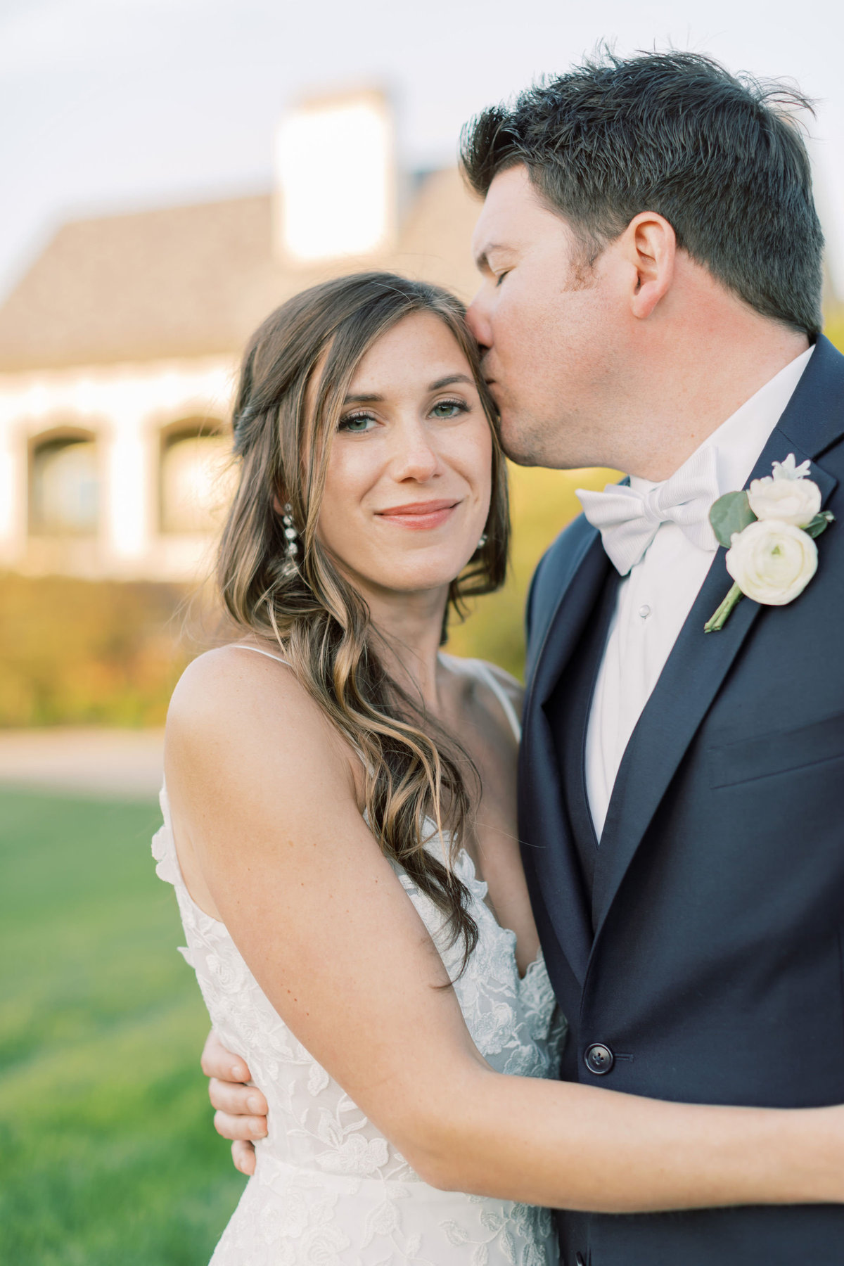 TiffaneyChildsPhotography-ChicagoWeddingPhotographer-Chloe+Jon-HinsdaleCountryClubWedding-BridalPortraits-83