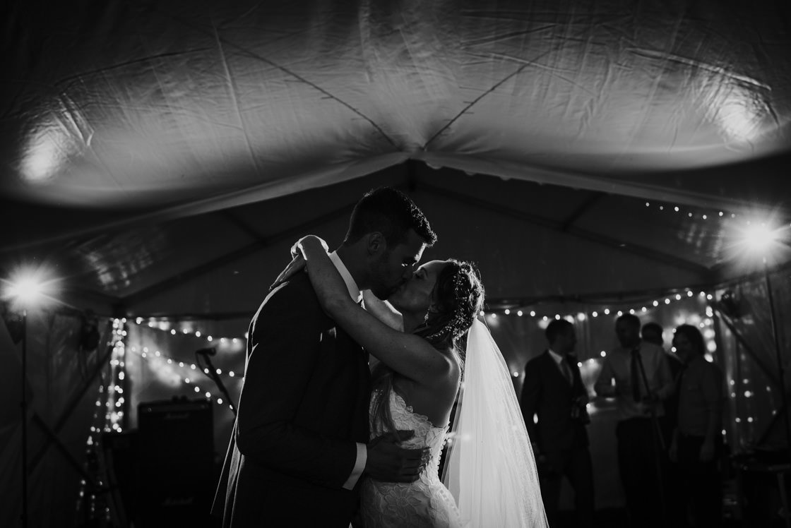 035-Relaxed-Marquee-Wedding-Photographer