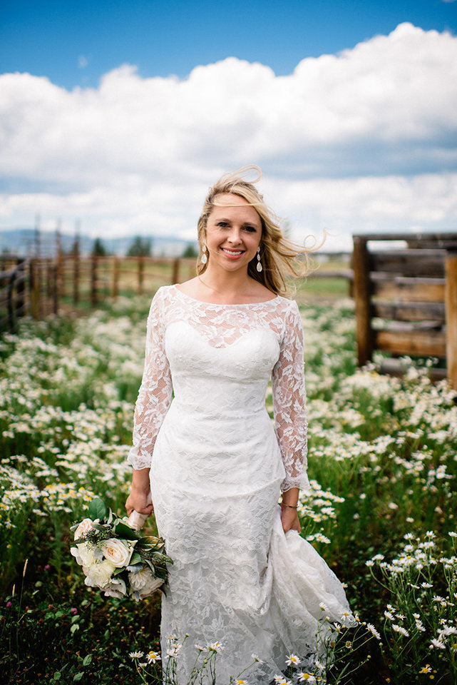 Strawberry-Creek-Ranch-Modern-Minimalist-Outdoor-wedding-in-Granby-Colorado-Field-Of-Flowers