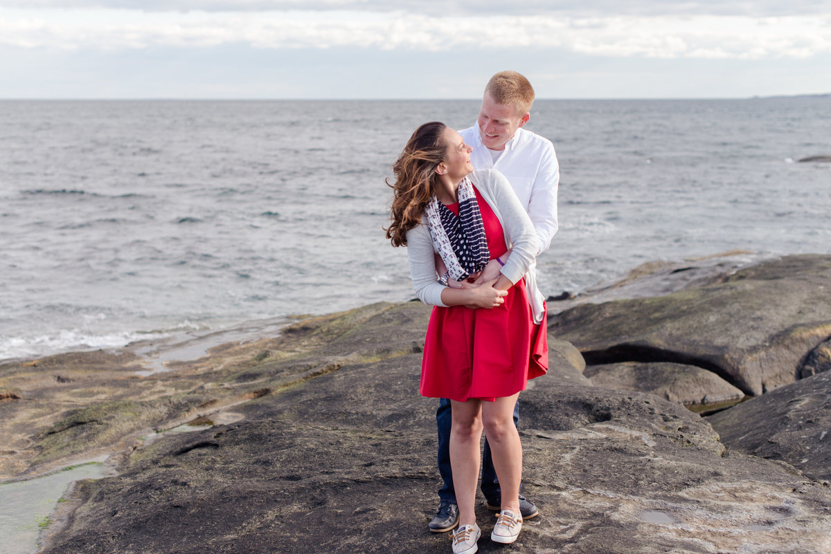 nubble lighthouse engagement session on the rocks