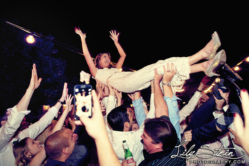 casa-cody-inn-wedding-photography-diamond-palm-springs-lily-stein-sound-prodigy-crowd-surfing-087