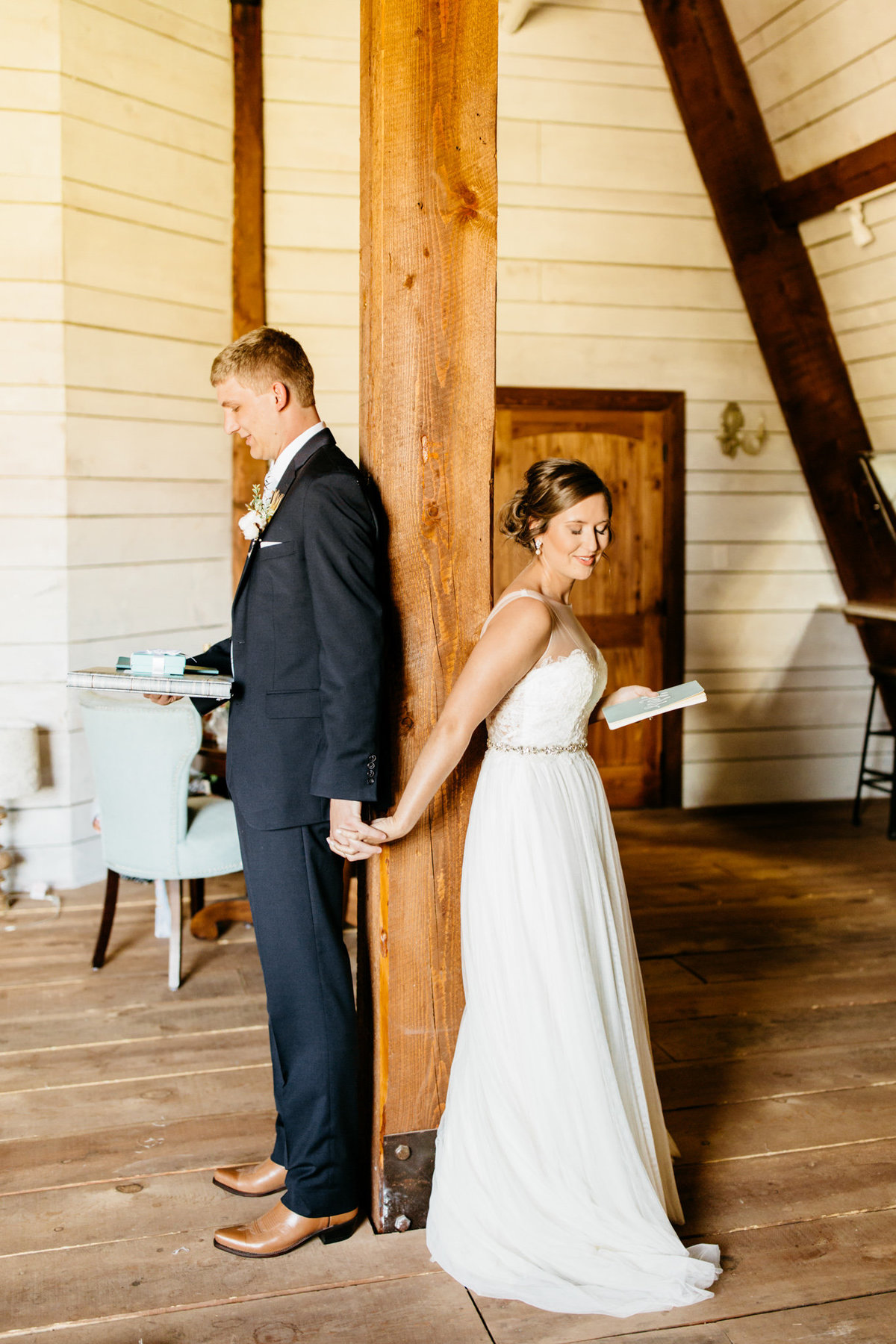 Alexa-Vossler-Photo_Dallas-Wedding-Photographer_North-Texas-Wedding-Photographer_Stephanie-Chase-Wedding-at-Morgan-Creek-Barn-Aubrey-Texas_57