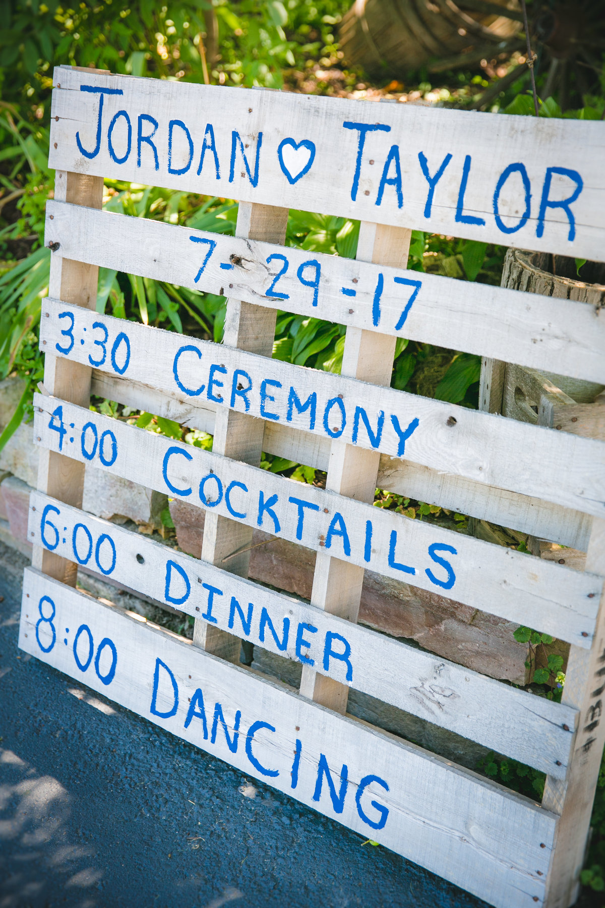 Jordan & Taylor's Outdoor Wisconsin Northwoods Wedding Photos by Amenson Studio-0055
