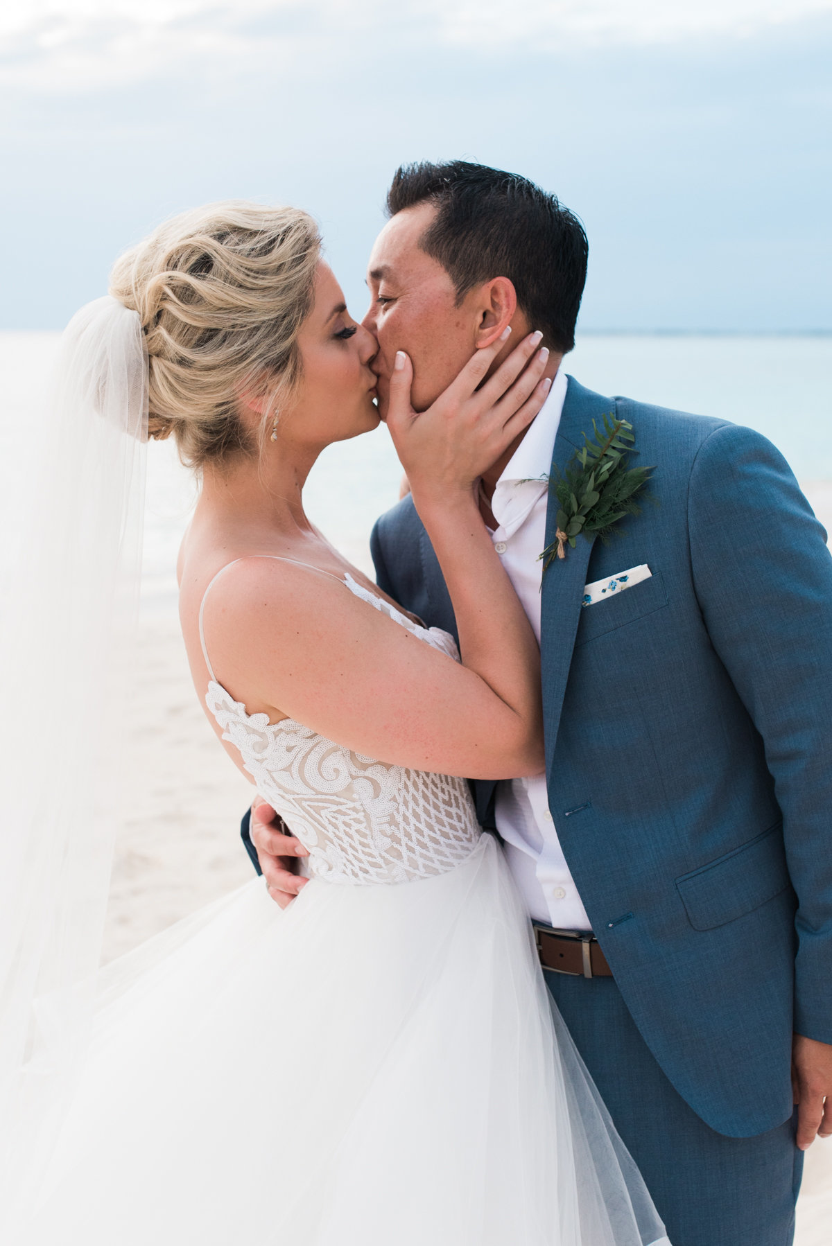 Sneak Alissa Kenny Wedding Grand Cayman Marriott _ Hello Blue Photo-33