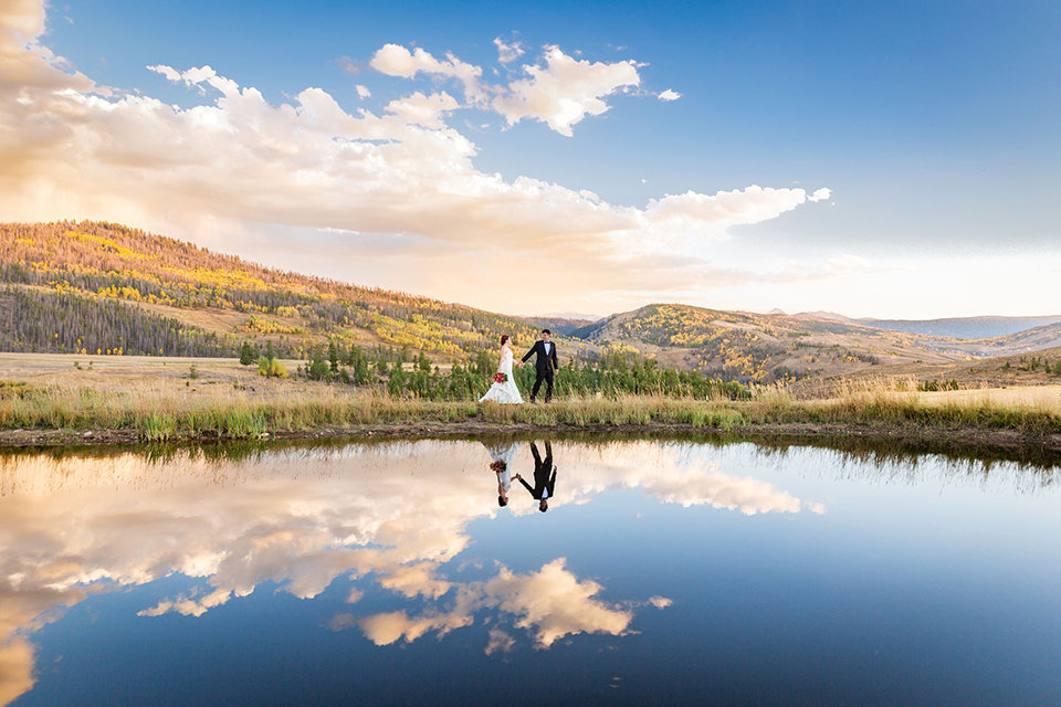 granby-colorado-Strawberry-Creek-Ranch-Wedding-Ashley-McKenzie-Photography-tropic-meets-mountain-wedding-colorful-breathtaking-scenery