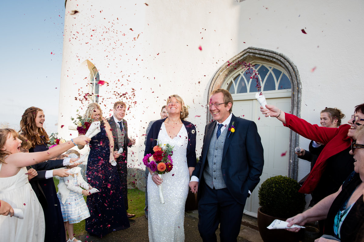 haldon belvedere bride and groom confetti