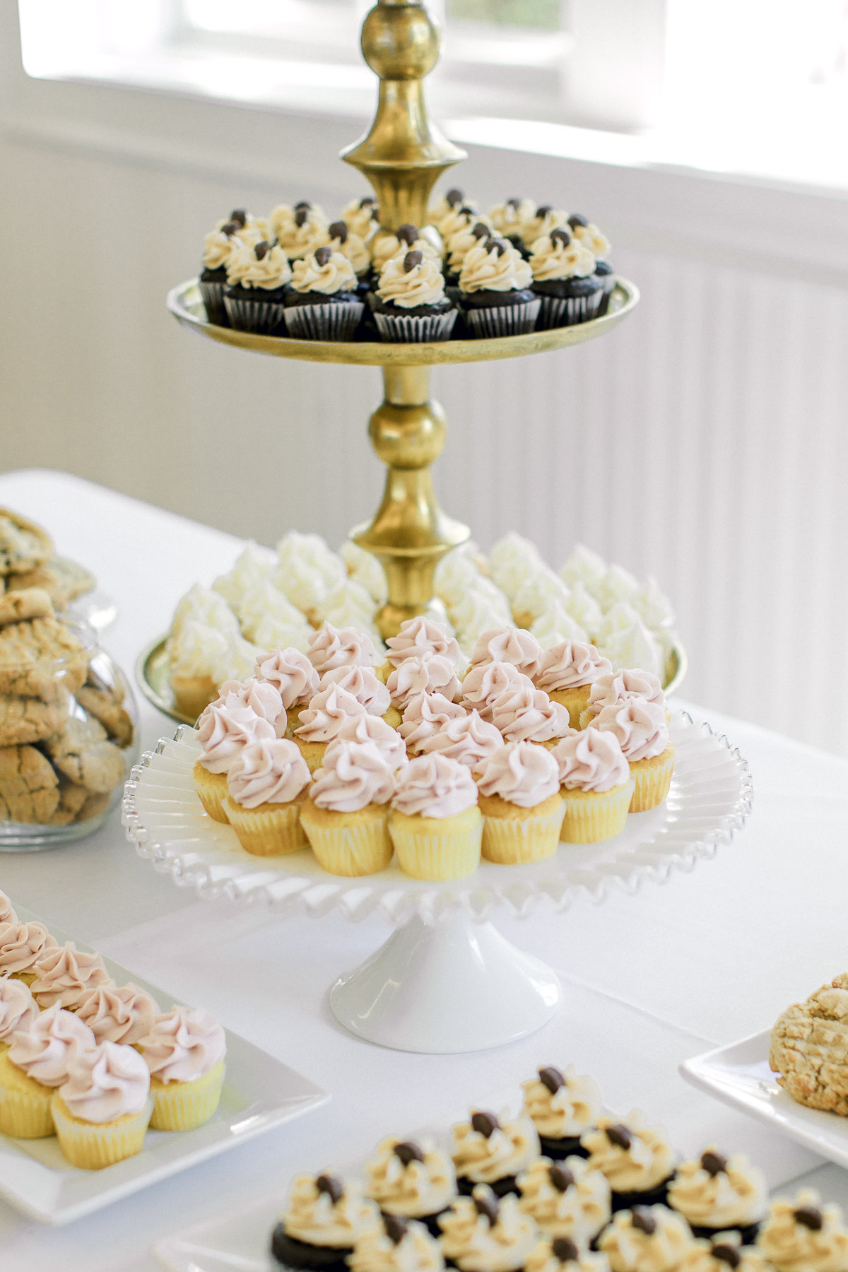 northern-michigan-wedding-dessert-table