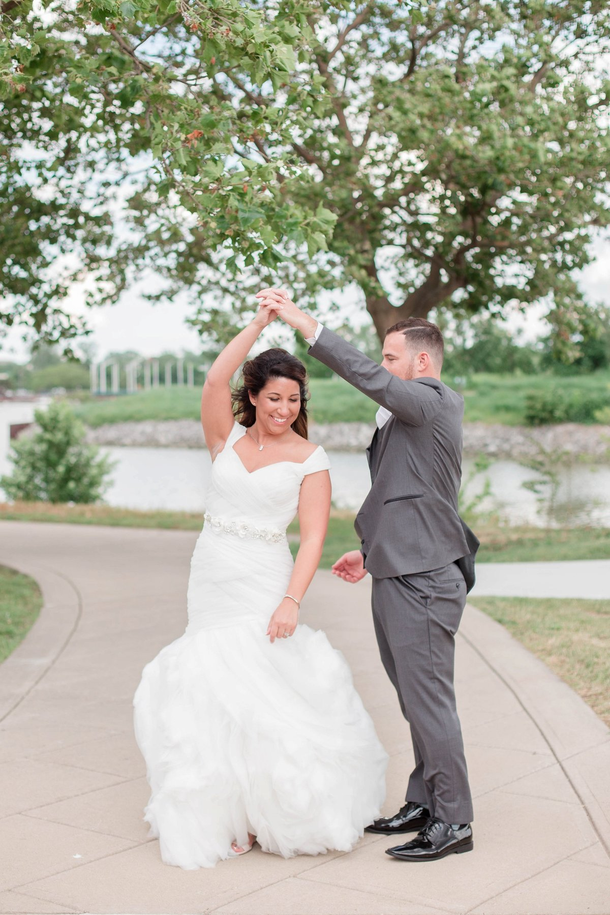 Baby Powder Blue and Blush Summer Park Inn Wedding with First Look by Toledo and Detroit Based Wedding Photographers Kent & Stephanie Photography_1032