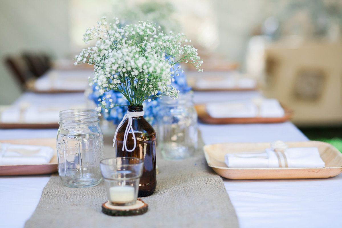 Wedding detail of table centerpieces of backyard wedding in Portland, Oregon | Susie Moreno Photography
