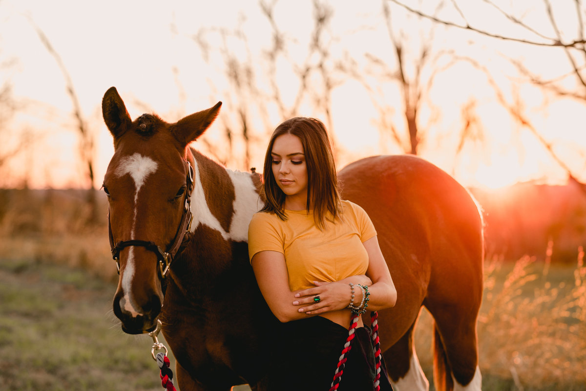 Sunset photography with girl and horse in Tallahassee, Florida.
