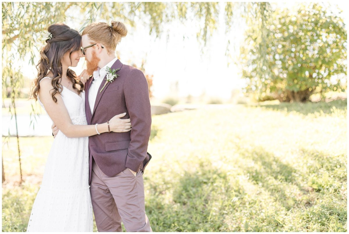 Light-and-Airy-Ottawa-Wedding-Photographer-Bride-and-groom-willow