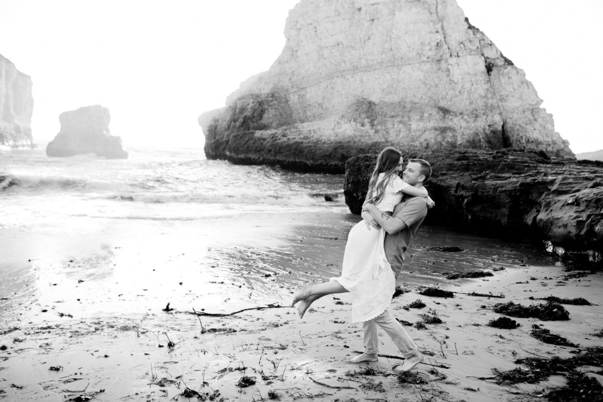 Engagement session for young couple, beach photoshoot, outdoor and natural light