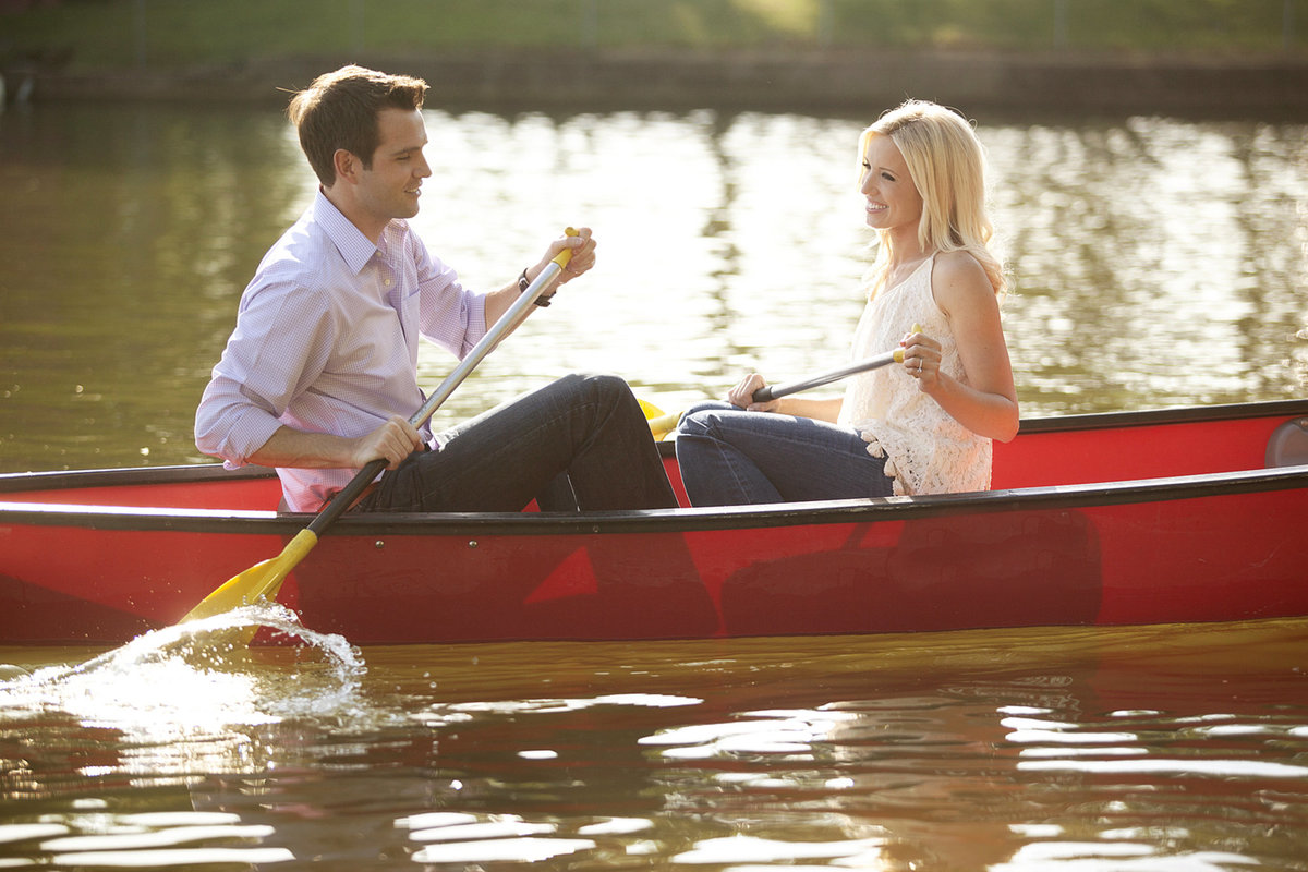 Nashville-engagement-photographers-canoe