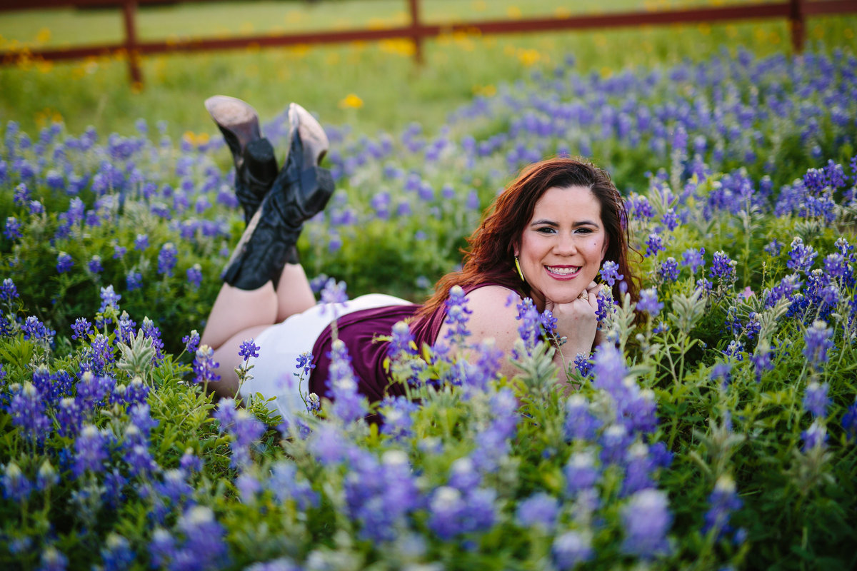 college senior session in bluebonnet field by San Antonio senior photographer
