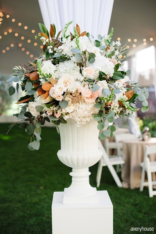 outdoor_cocktail_hour_hinsdale_golf_club_chicago_wedding_florist_life_in_bloom