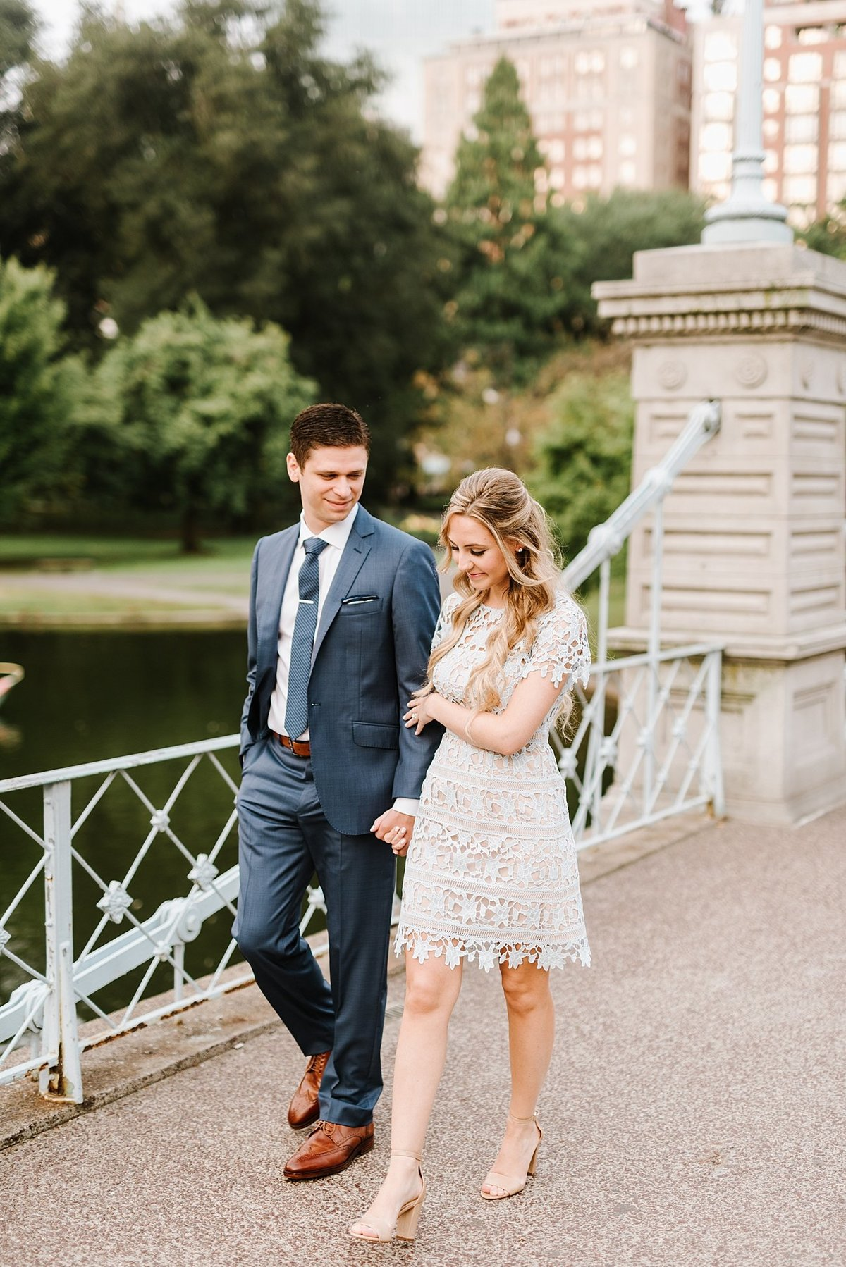 boston-public-garden-beacon-hill-boston-wedding-photographer-engagement-photo_0001