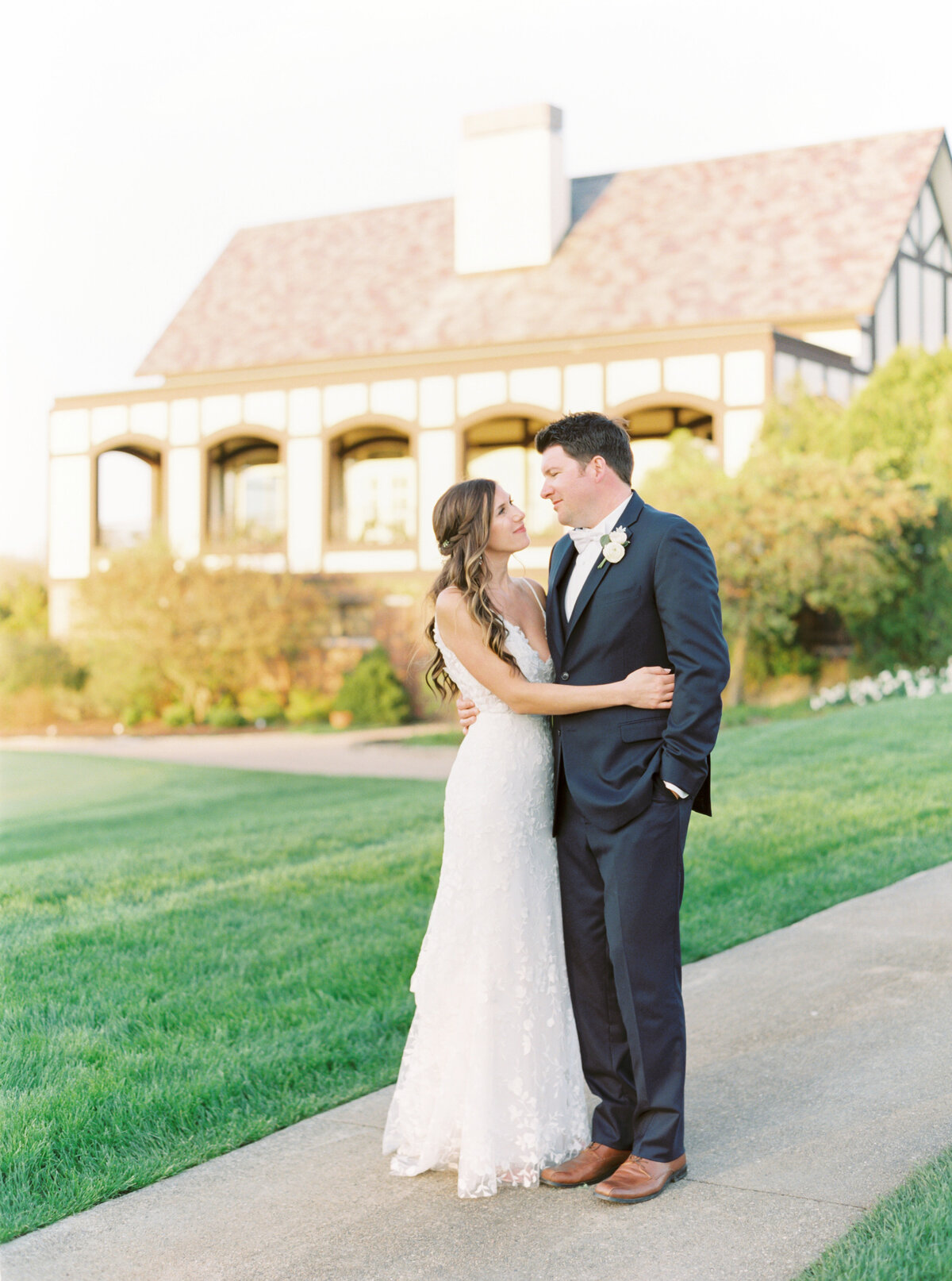 TiffaneyChildsPhotography-ChicagoWeddingPhotographer-Chloe+Jon-HinsdaleCountryClubWedding-BridalPortraits-133
