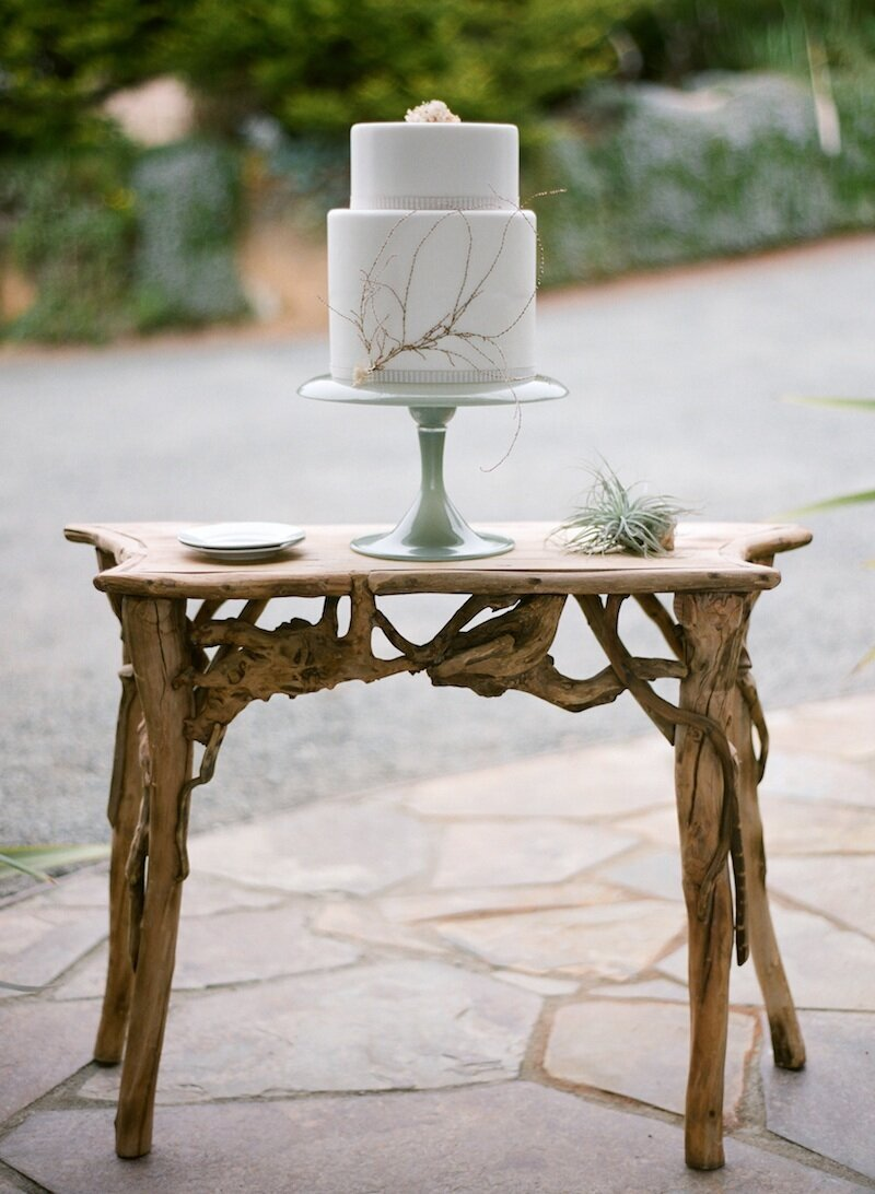 driftwood table with a wedding cake