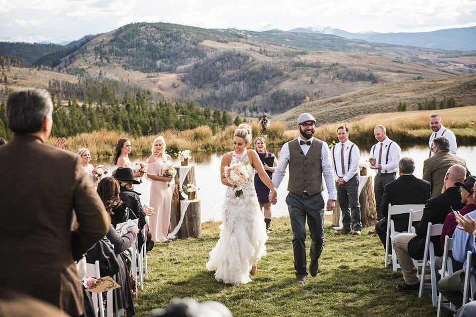 Granby-colorado-strawberry-creek-ranch-hipster-mountain-wedding-just-married