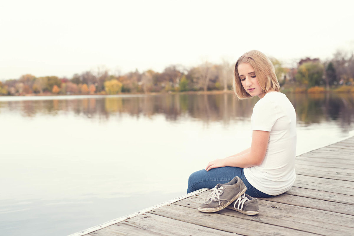 dock lake senior pictures in minnesota