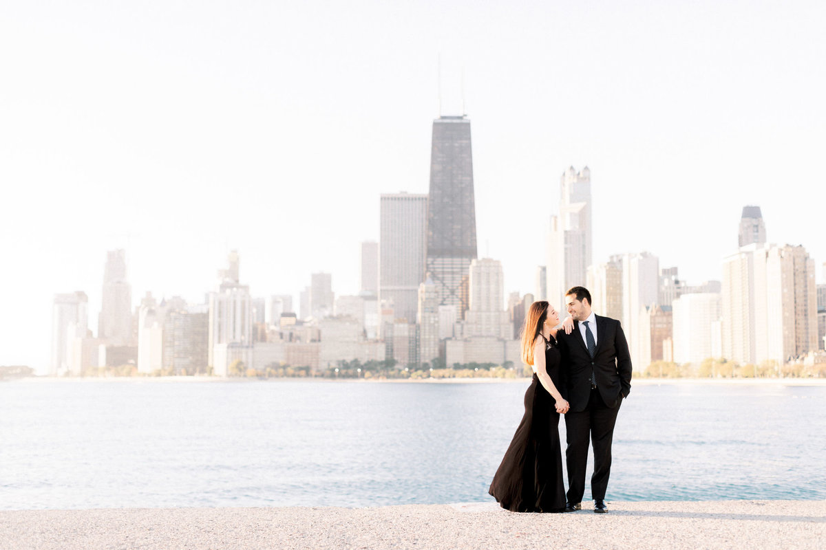 TiffaneyChildsPhotography-ChicagoWeddingPhotographer-Alana+Giancarlo-NorthAvenueBeachUnionStationEngagementSession-10