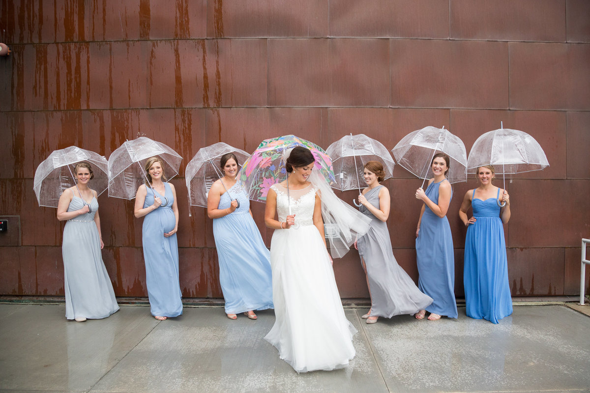 On a rainy wedding day at the Rochester Art Center, this bride still made everything look incredible!