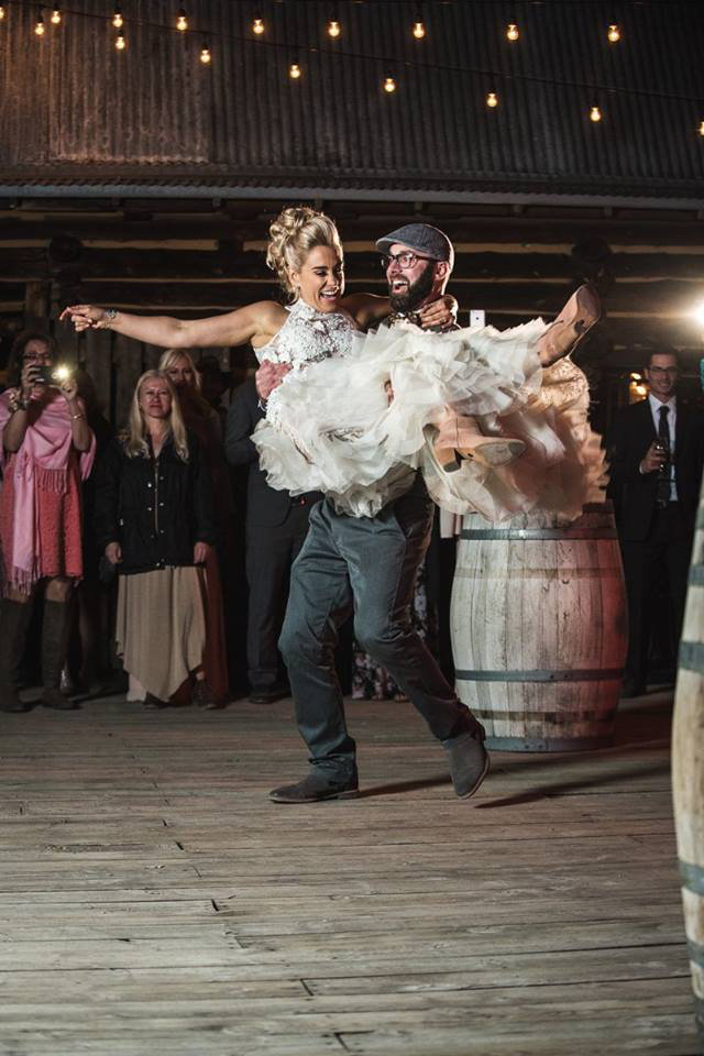 Granby-colorado-strawberry-creek-ranch-hipster-mountain-wedding-dancing-the-night-away