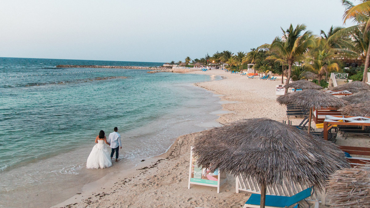 Destination Wedding Photography Jess Collins Photography Grand Palladium Lady Hamilton Beach Wedding
