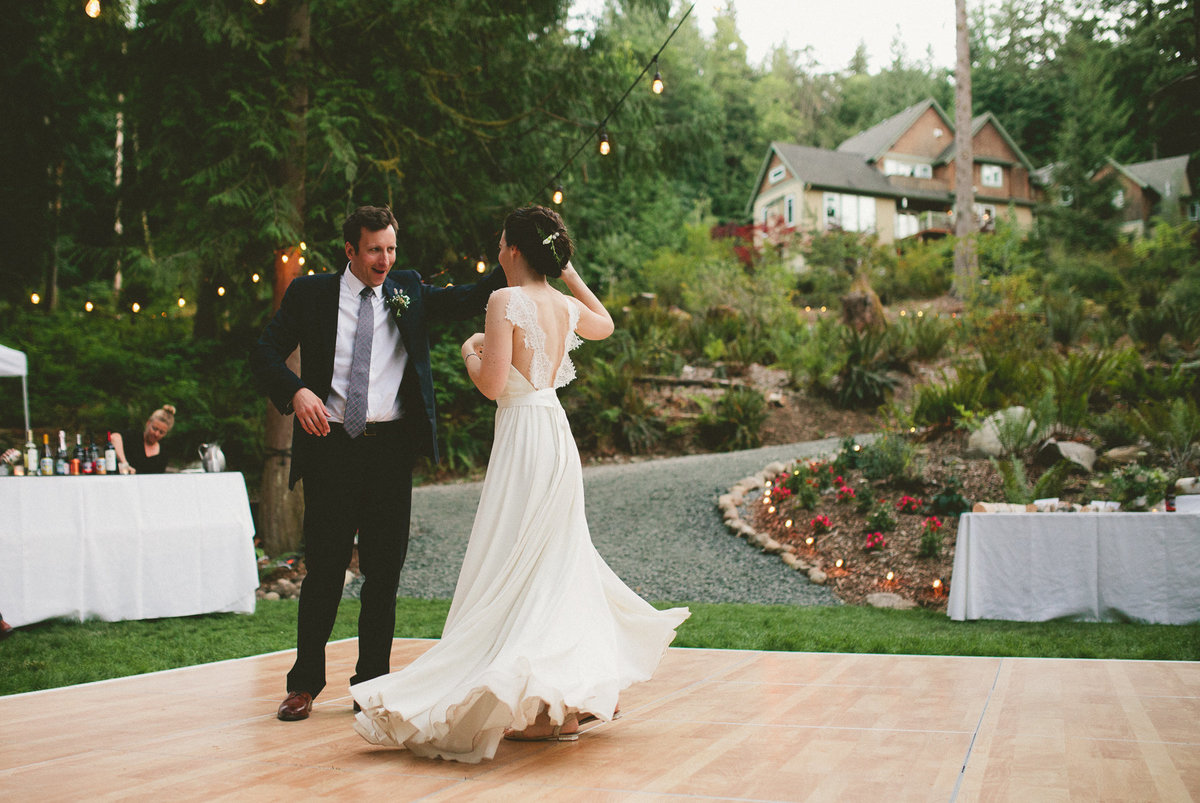 Backyard Documentary and Modern Wedding Photographer