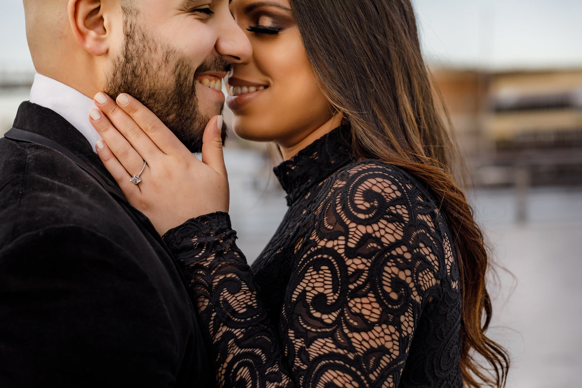 Gantry_Park_Queens_New_York_Engagement_Session_Amy_Anaiz_005