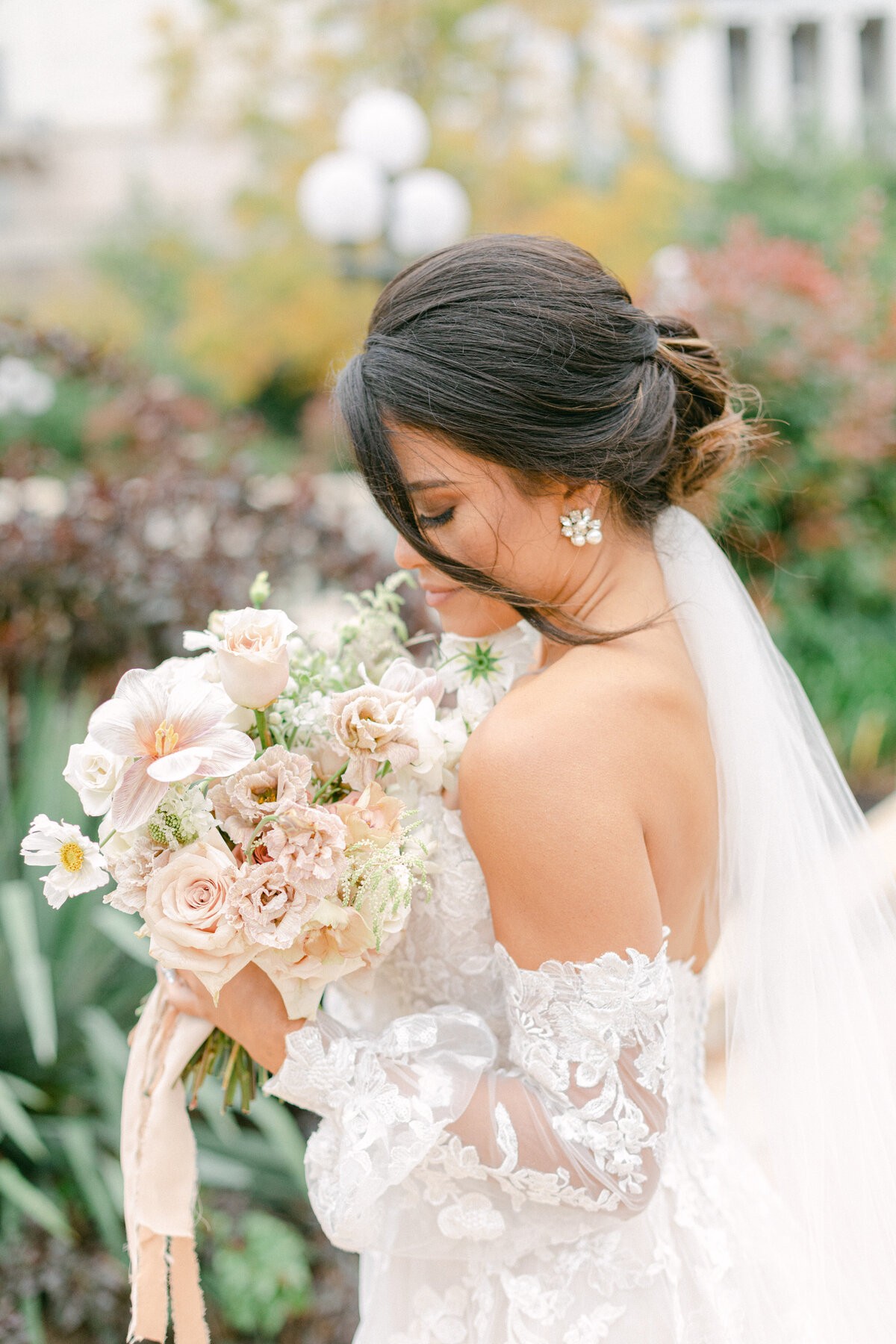 bride and bouquet at washington dc wedding near botanical gardens