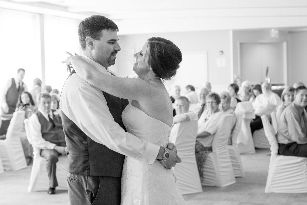 first-dance-wedding-bride-groom-picture-photographer-photo