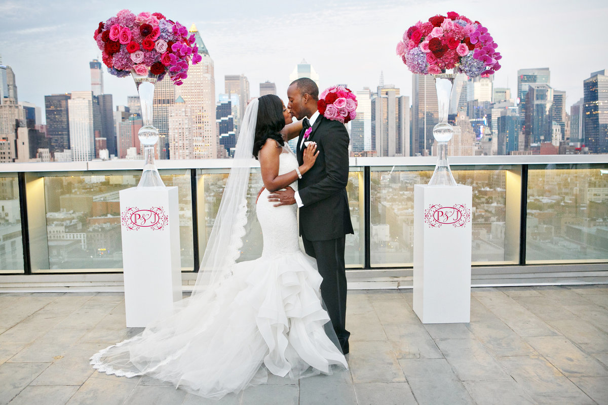 AmyAnaiz__Intimate_Elopement_Wedding_Ink48_Rooftop_Mantattan_New_York023