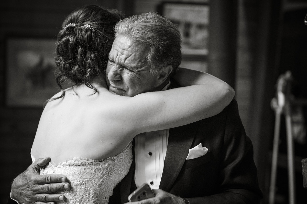 daddy crying seeing bride wedding day