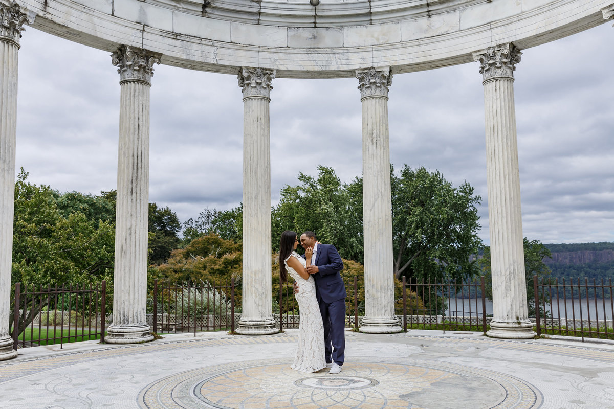 Untermyer_Gardens_Conservancy_EngagementSession_AmyAnaiz_008