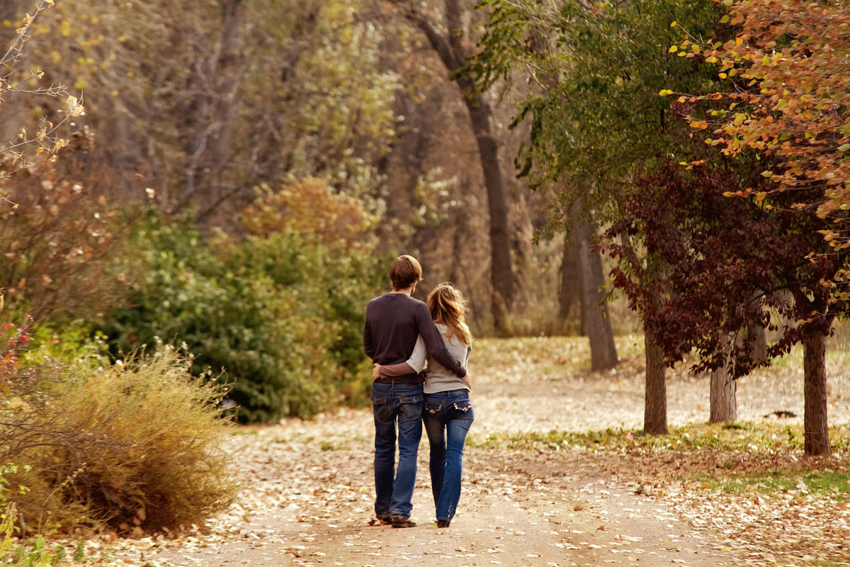 Amazing Autumn Engagement photos in Colorado
