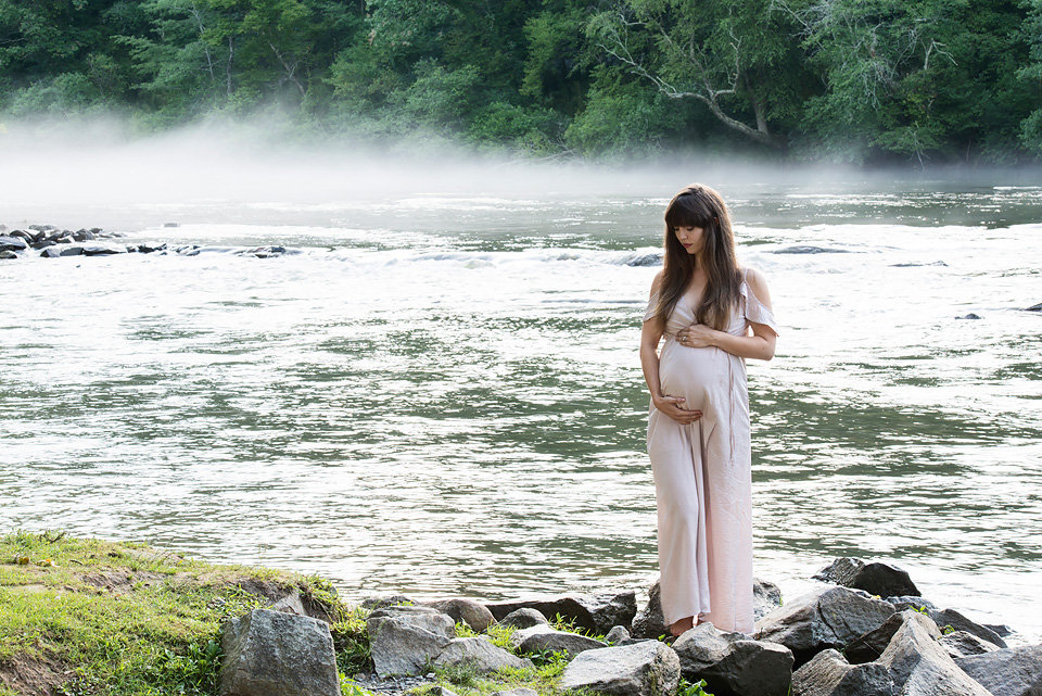 maternity_photo_river