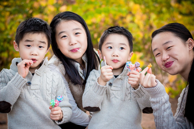 family portrait siblings lollipops