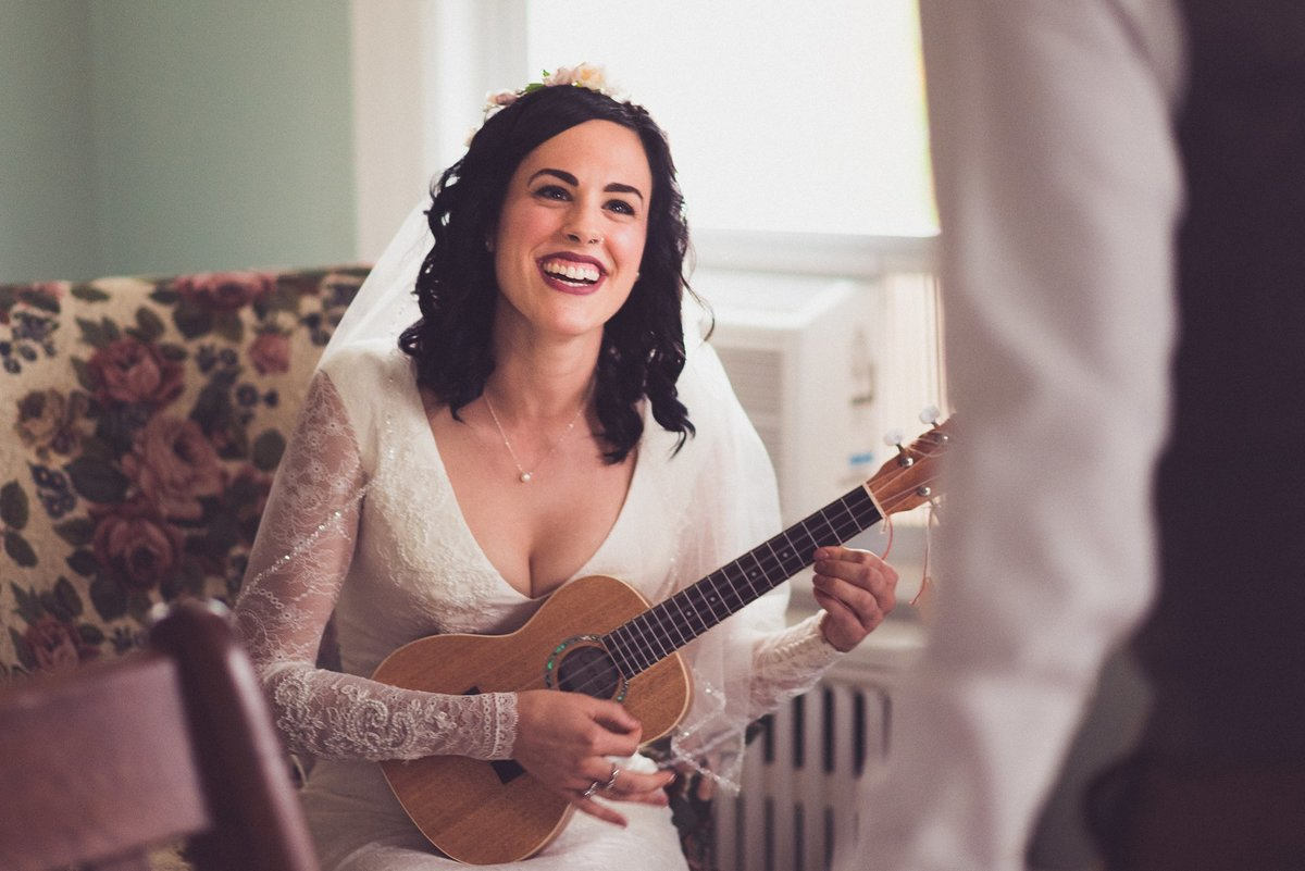 bride surprises groom with performance on ukelele