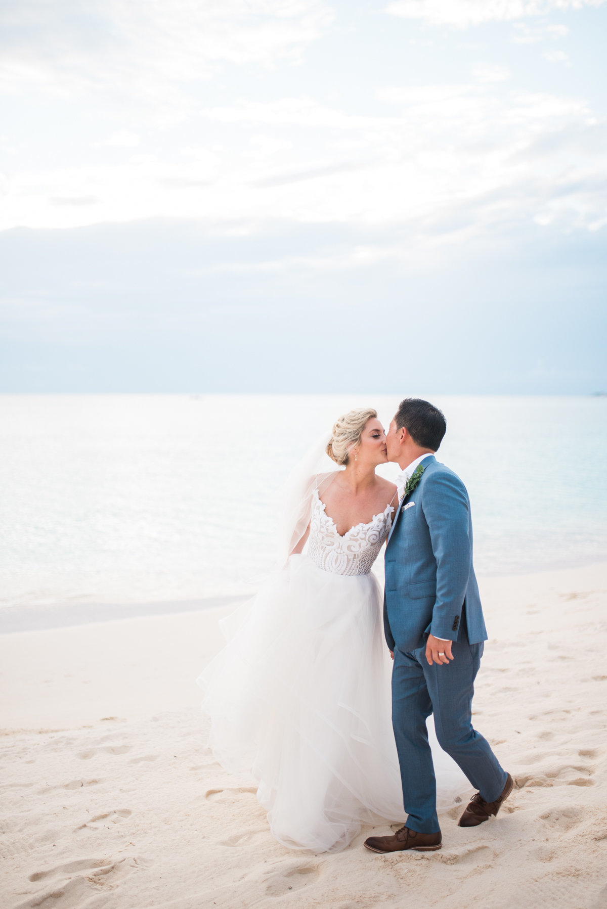 Sneak Alissa Kenny Wedding Grand Cayman Marriott _ Hello Blue Photo-34