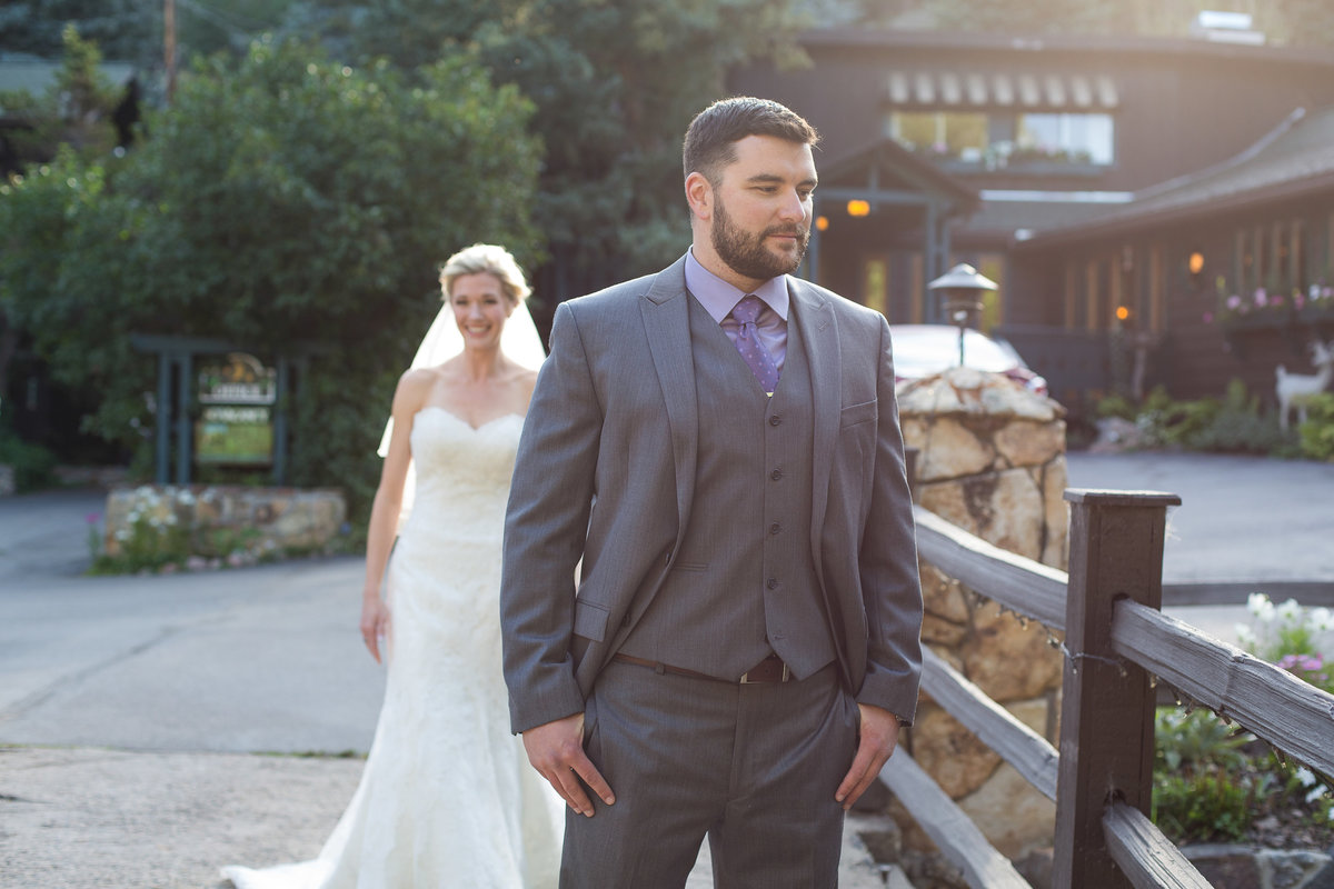 bride-groom-first-look-colorado-evergreen